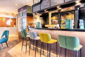 Lounge oder Bar in der Unterkunft Holiday Inn München Süd, an IHG Hotel