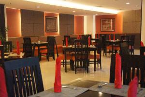 A restaurant or other place to eat at Balairung Hotel Jakarta
