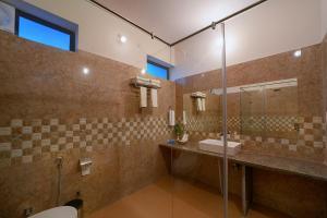 A bathroom at Ranthambore Bagh Palace