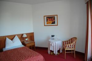 A bed or beds in a room at Gardenhotel Premstaller