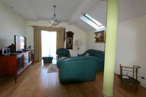 A seating area at Luxurious apartment for rent in Klaipeda, with two bedrooms