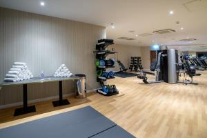 The fitness centre and/or fitness facilities at Crowne Plaza London Heathrow T4, an IHG Hotel