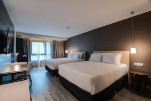 A bed or beds in a room at Soro Montevideo, Curio Collection By Hilton