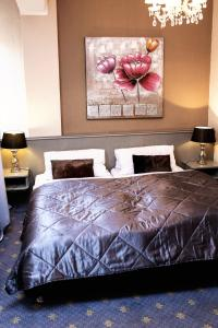 A bed or beds in a room at Hotel Lux