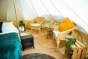 Zona de estar de Kampaoh Granada (Las Lomas)