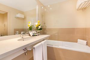 A bathroom at Gran Hotel Monterrey & Spa