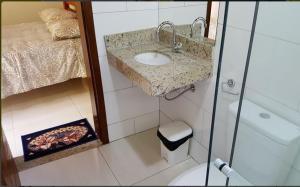 A bathroom at Pousada carvalho