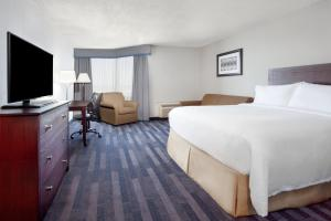A bed or beds in a room at Holiday Inn Ottawa East, an IHG Hotel