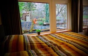 A bed or beds in a room at B&B De Leeuw