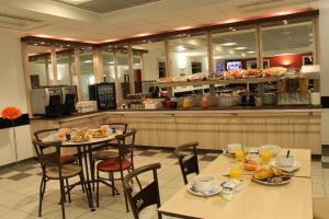 A restaurant or other place to eat at Ace Hotel Chateauroux