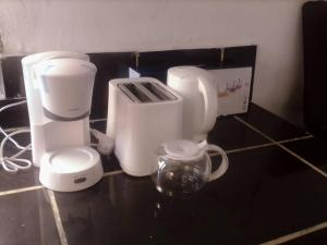 Coffee and tea-making facilities at Appartement 2 chambres résidence avec piscine
