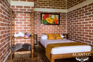 A bed or beds in a room at Acantos Hotel Campestre