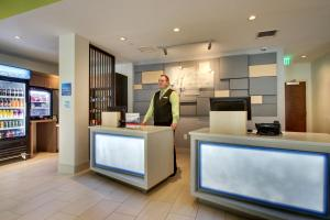 The lobby or reception area at Holiday Inn Express & Suites Helen, an IHG Hotel
