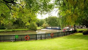 A garden outside Crowne Plaza Stratford-upon-Avon, an IHG Hotel