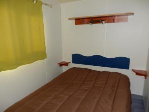 Un ou plusieurs lits dans un hébergement de l'établissement Camping le Chêne