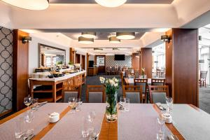 A restaurant or other place to eat at Hotel Almarco