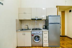 A cozinha ou cozinha compacta de Сozy Apartment in the city center by Time Group