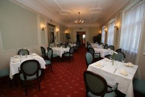 Ein Restaurant oder anderes Speiselokal in der Unterkunft Draakon Hotel