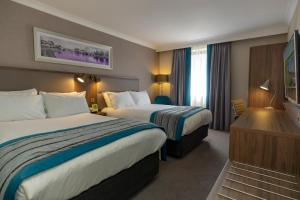 A bed or beds in a room at Holiday Inn Nottingham, an IHG Hotel