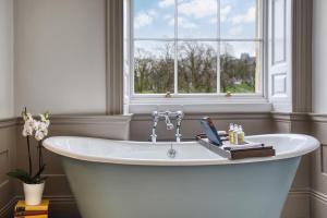 A bathroom at Ensana Buxton Crescent