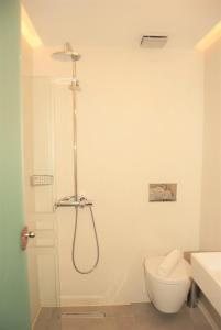 A bathroom at Iniohos Hotel