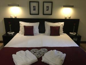 A bed or beds in a room at Hotel SJ