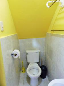 A bathroom at Mini Departamento Iquitos 1245-01