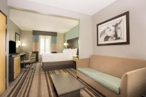 A seating area at Holiday Inn Express Hotel & Suites Amarillo West, an IHG Hotel
