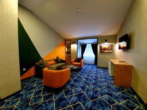 Uma área de estar em Porto Hotel Baku