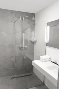 A bathroom at Van der Valk Hotel Hilversum/ De Witte Bergen