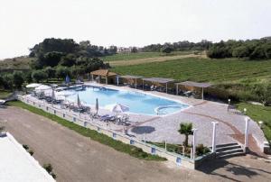 Θέα της πισίνας από το Ξενοδοχείο Λίντζι ή από εκεί κοντά