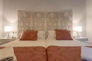A bed or beds in a room at Palacio Cabrera - Lillo