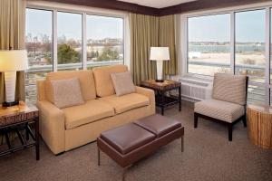 A seating area at DoubleTree by Hilton Hotel Boston Bayside