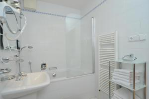 A bathroom at Selinor Old Town Apartments