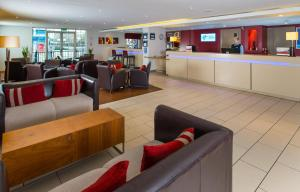 The lobby or reception area at Holiday Inn Express Manchester - Salford Quays, an IHG Hotel