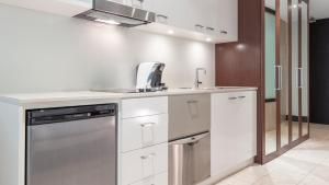 A kitchen or kitchenette at Oaks Casuarina Santai Resort