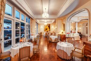 A restaurant or other place to eat at Dalat Palace Heritage Hotel