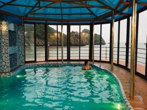 The swimming pool at or near Monkey Island Resort