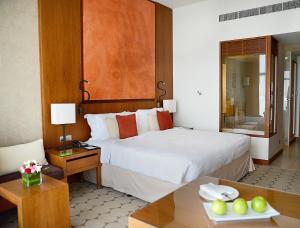 Cama o camas de una habitación en Yas Island Rotana Abu Dhabi