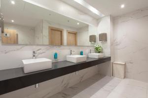 A bathroom at Hotel Helios - Almuñecar