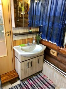 A bathroom at Dom V Russkom Stile