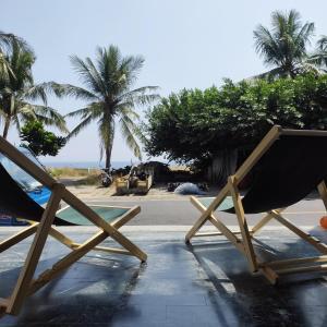 琉浪潛水背包客棧 Drift Diving Hostel游泳池或附近泳池