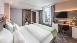 Ein Bett oder Betten in einem Zimmer der Unterkunft Holiday Inn Munich - City East, an IHG Hotel