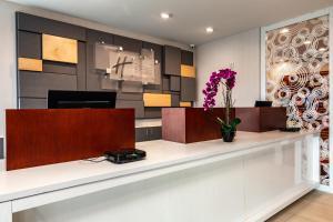 Lobby/Rezeption in der Unterkunft Holiday Inn Express & Suites Orlando- Lake Buena Vista, an IHG Hotel