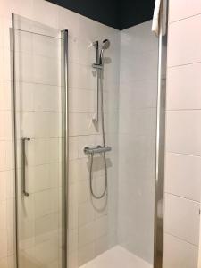 A bathroom at Albergue O Burgo