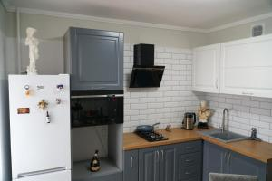 A kitchen or kitchenette at ISABELLE APARTMENTS