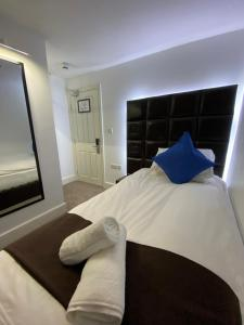 A bed or beds in a room at The Charles Hotel