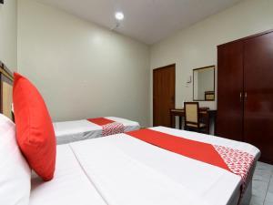 Cama ou camas em um quarto em OYO 328 Al Mumiyaz Tower
