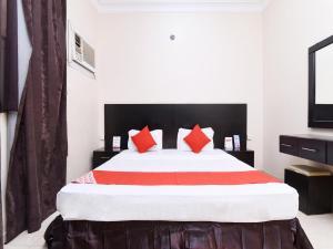 Cama ou camas em um quarto em OYO 351 Darr Mesk