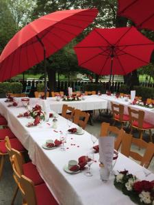 Ein Restaurant oder anderes Speiselokal in der Unterkunft Hotel-Restaurant Buger Hof
